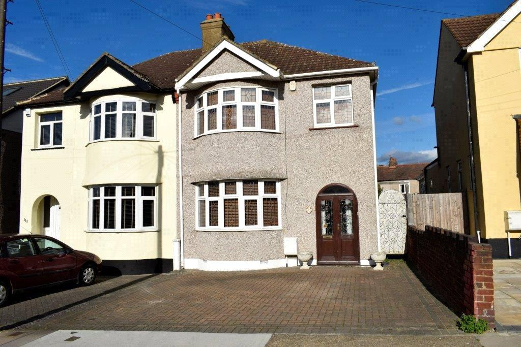 3 Bedrooms Semi Detached House for sale in Glebe Way, Hornchurch, RM11