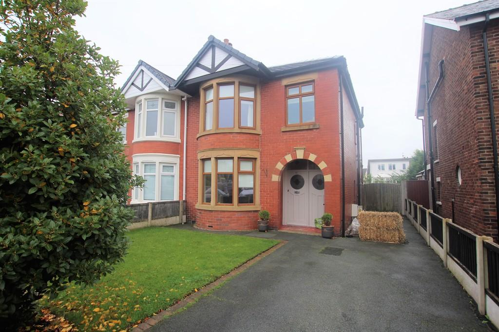 3 Bedrooms Semi Detached House for sale in School Road, Thornton-Cleveleys