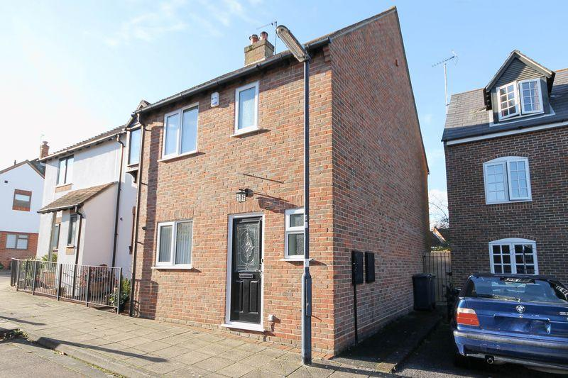 3 Bedrooms Semi Detached House for sale in Frankland Terrace, Emsworth