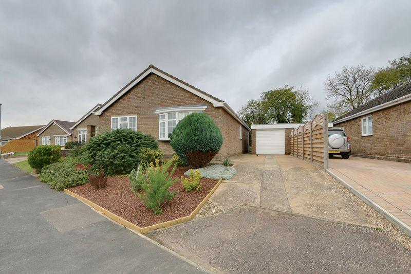 3 Bedrooms Detached Bungalow for sale in Glebe Way, Haddenham