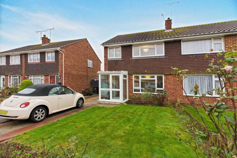 3 Bedrooms Semi Detached House for sale in Fittleworth Close, Goring-by-Sea