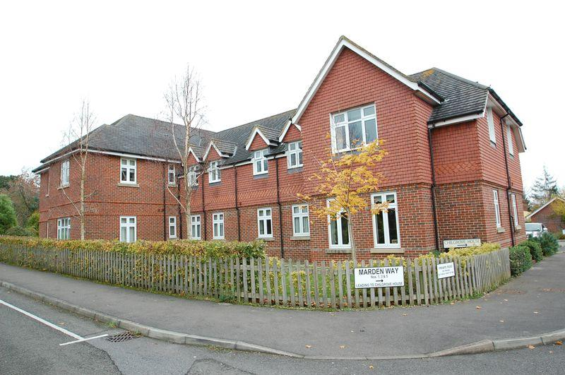 3 Bedrooms Flat for sale in Chilgrove House, Marden Way, Petersfield