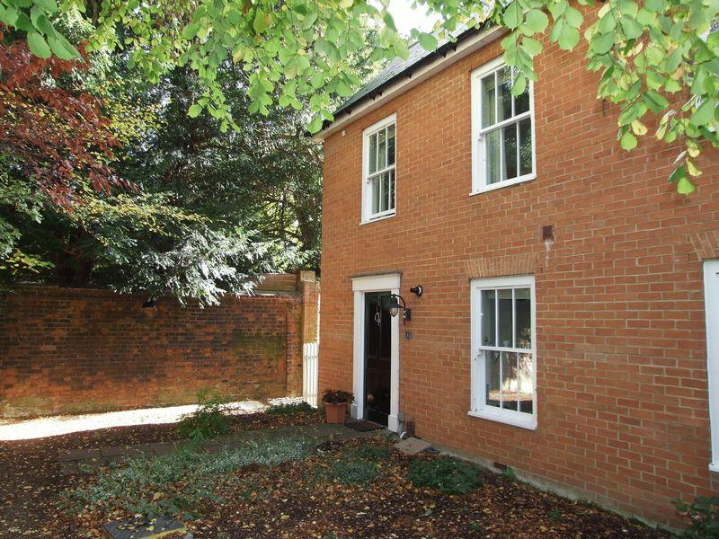 2 Bedrooms End Of Terrace House for sale in Mulberry Green House, Mulberry Green, Old Harlow