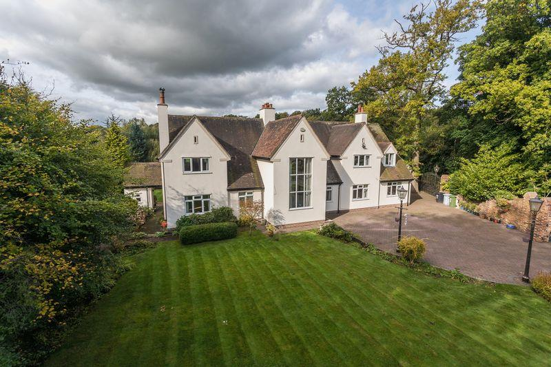 5 Bedrooms Detached House for sale in Chester Road, Mere