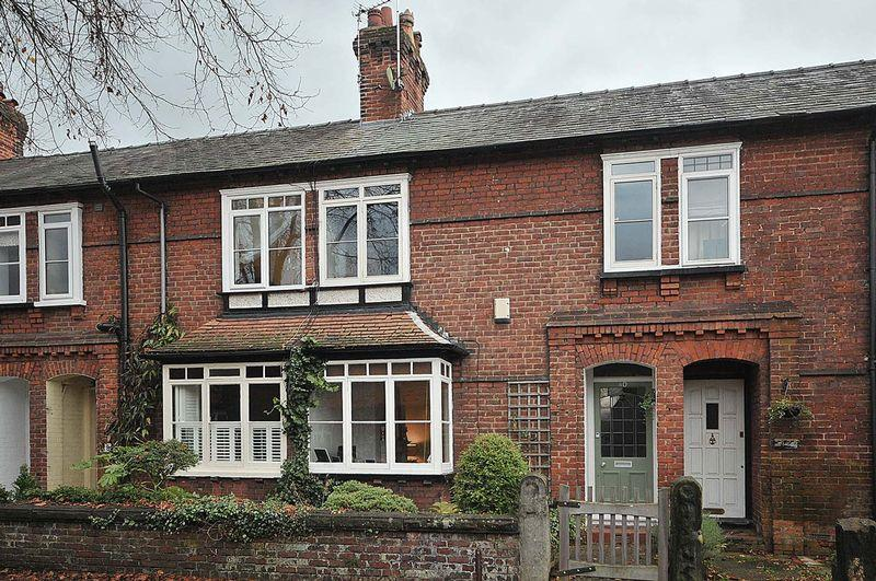 2 Bedrooms Terraced House for sale in Cranford Avenue, Knutsford