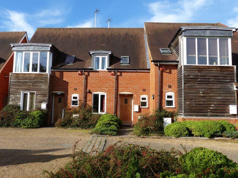 2 Bedrooms Mews House for sale in Horsham Road, Dorking