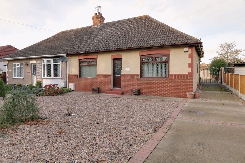 2 Bedrooms Semi Detached Bungalow for sale in Burringham Road, Scunthorpe