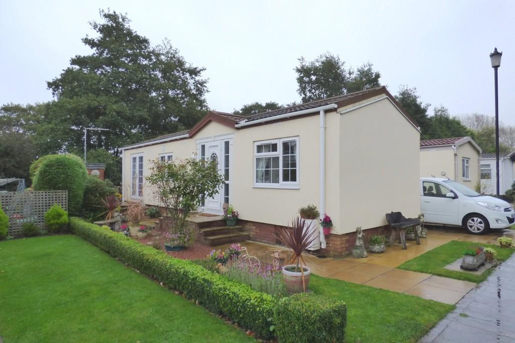 2 Bedrooms Mobile Home for sale in Lodgefield Park, Baswich, Stafford