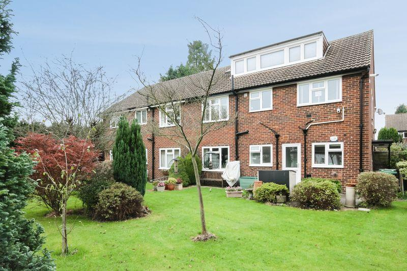 2 Bedrooms Maisonette Flat for sale in ASHTEAD