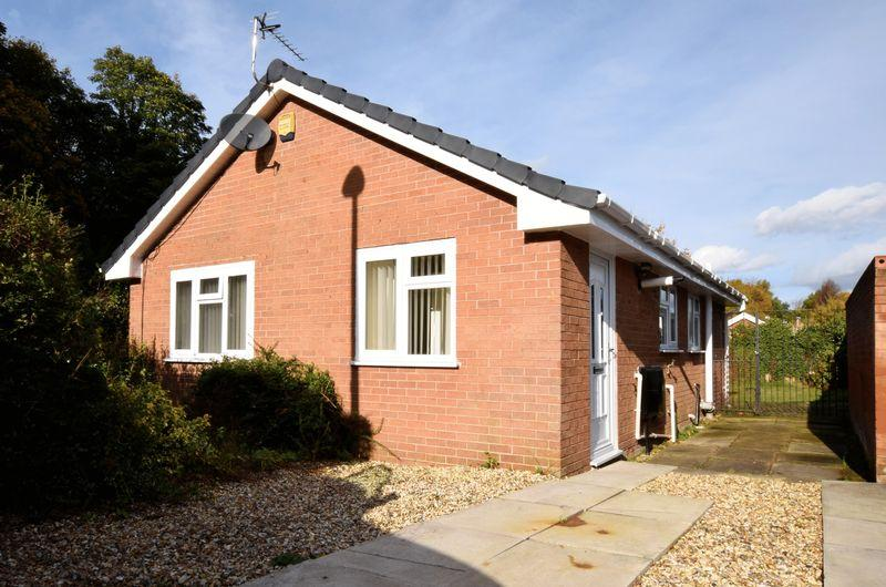 2 Bedrooms Bungalow for sale in Robin Close, Runcorn