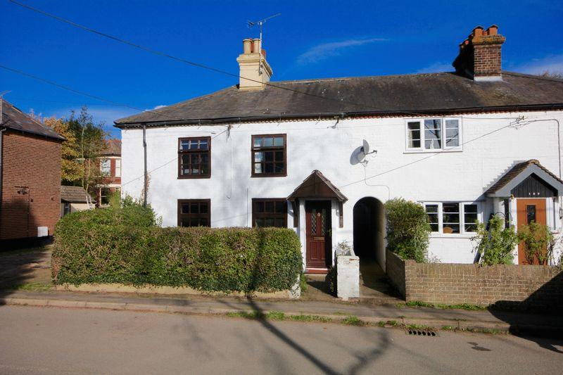 3 Bedrooms Cottage House for sale in Mancroft Road, Aley Green, Bedfordshire
