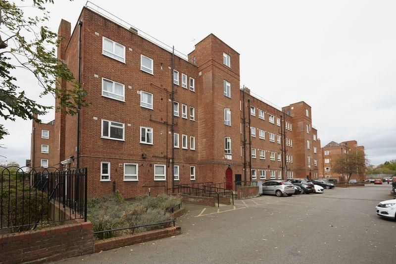 3 Bedrooms Apartment Flat for sale in Brangbourne Road, Bromley BR1
