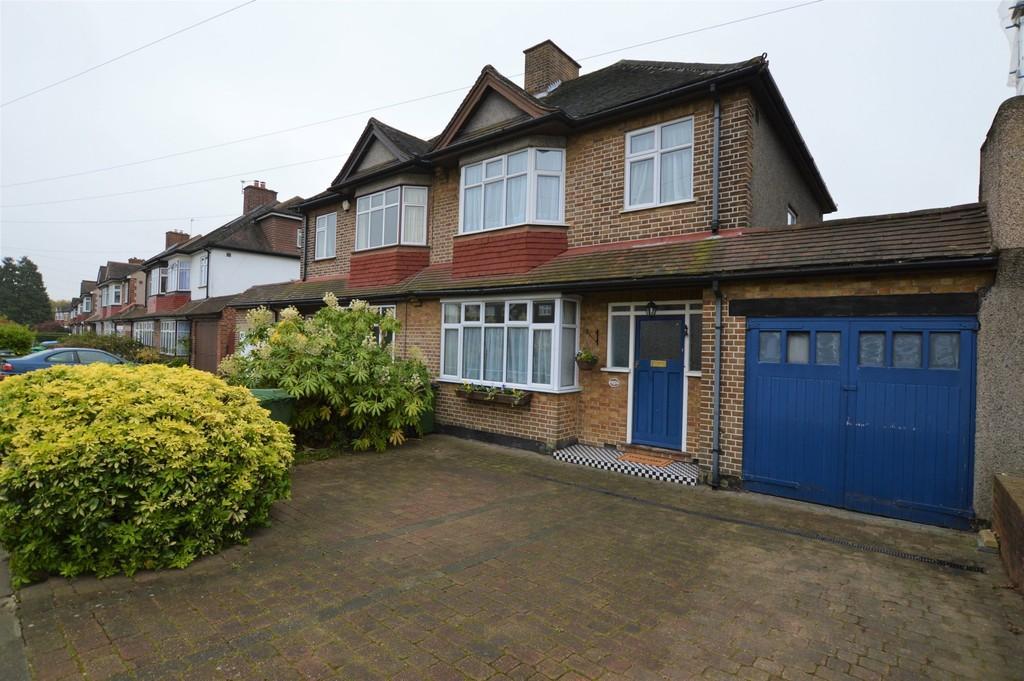 3 Bedrooms Semi Detached House for sale in Bexley Road, Eltham SE9
