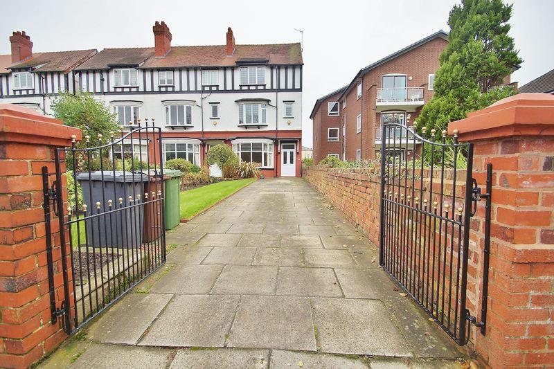 5 Bedrooms Semi Detached House for sale in Park Road