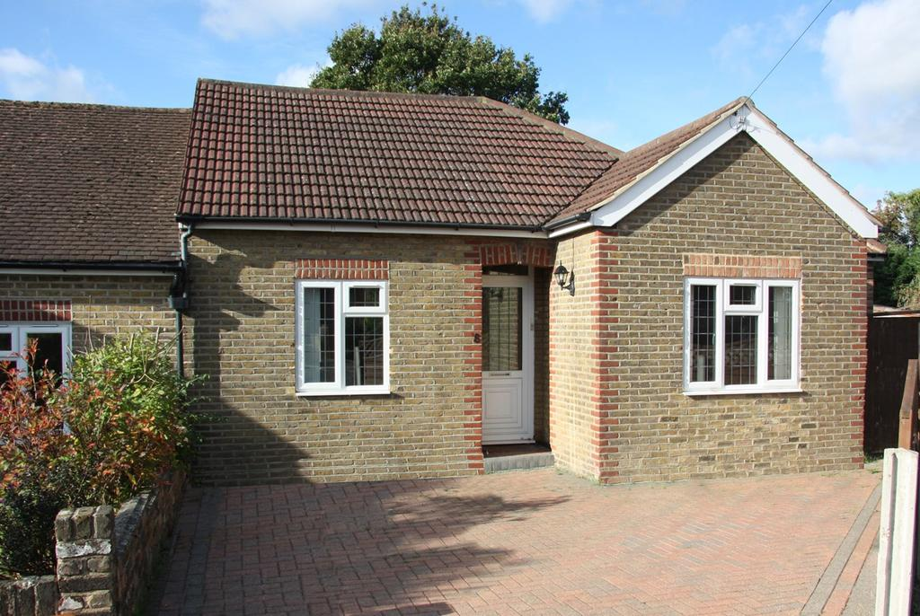 2 Bedrooms Semi Detached Bungalow for sale in Elm Way, Brentwood, CM14