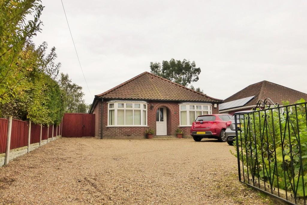 4 Bedrooms Detached Bungalow for sale in Thorpe St Andrew