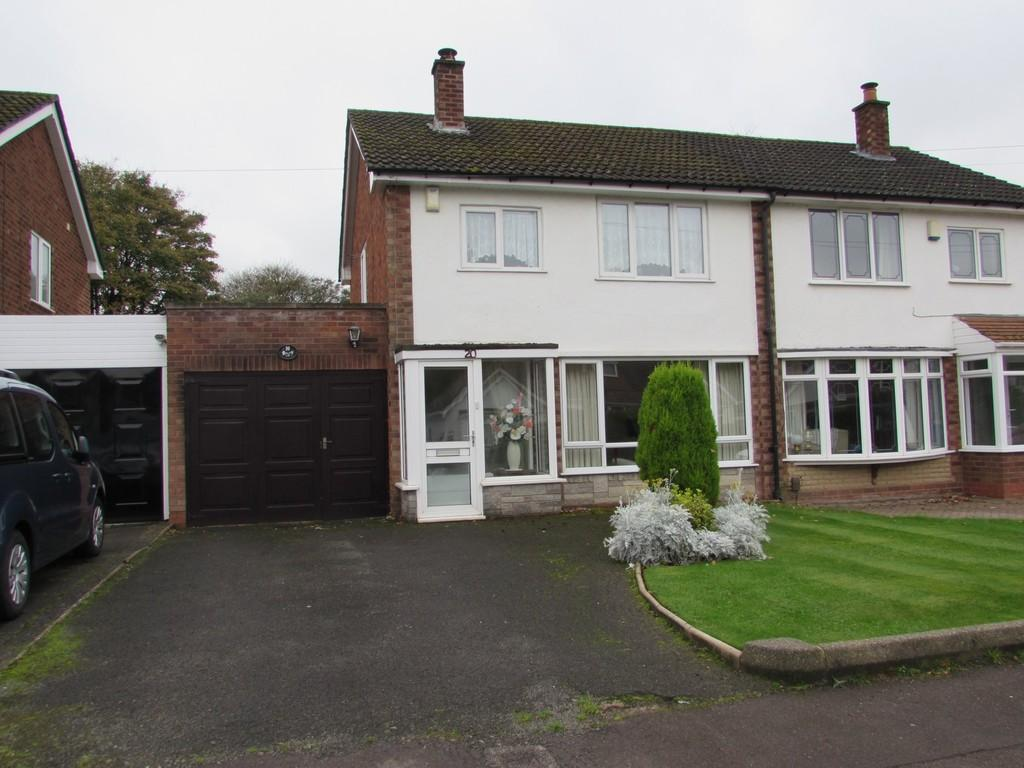 3 Bedrooms Semi Detached House for sale in Lugtrout Lane, Solihull