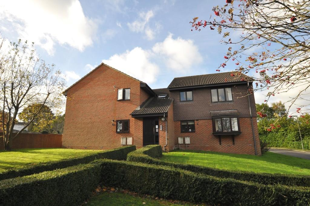 1 Bedroom Apartment Flat for sale in Barnwood Close, Guildford