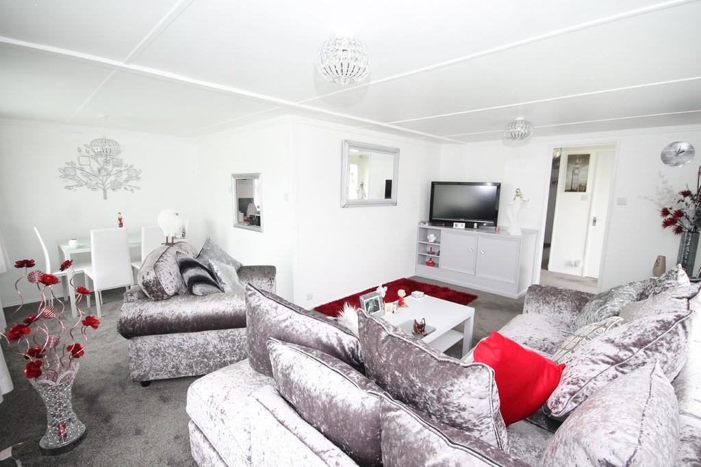 2 Bedrooms Detached Bungalow for sale in Windsor Way, Lancing