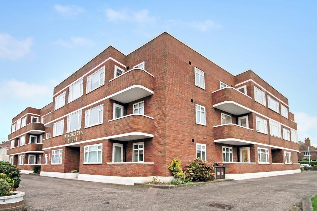 2 Bedrooms Flat for sale in Winchelsea Court, Winchelsea Gardens, Worthing BN11 5NU