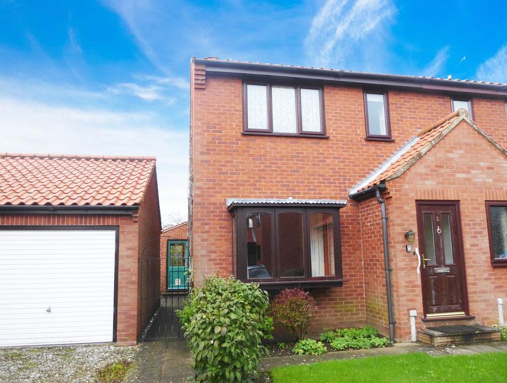 2 Bedrooms Semi Detached House for sale in 3 Rivis Square, Kirkbymoorside YO62 6QA