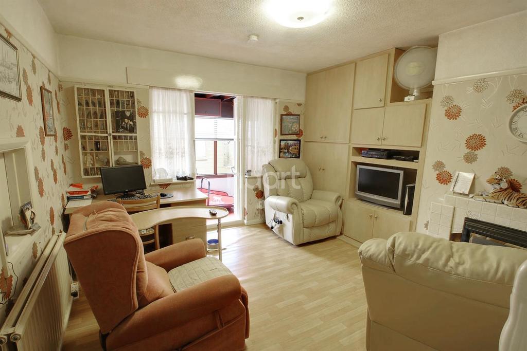 3 Bedrooms Bungalow for sale in Wells Avenue