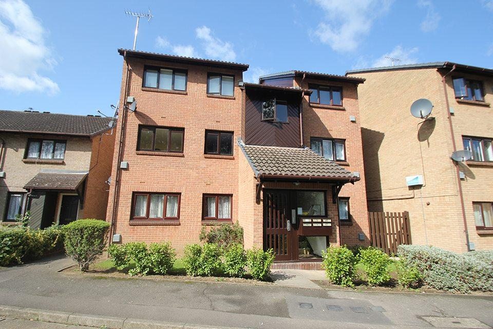 2 Bedrooms Flat for sale in Pycroft Way, Edmonton, N9