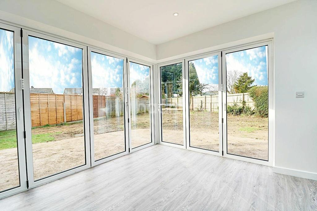 4 Bedrooms Bungalow for sale in Columbia Close
