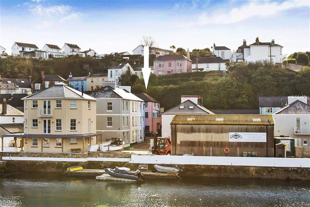 2 Bedrooms Semi Detached House for sale in Boringdon Road, Plymouth, PL9
