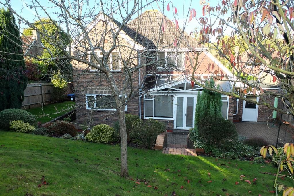 4 Bedrooms House for sale in Gatesmead, Haywards Heath, RH16