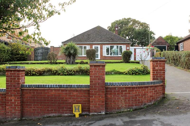 3 Bedrooms Detached Bungalow for sale in Grove Avenue, New Costessey, Norwich