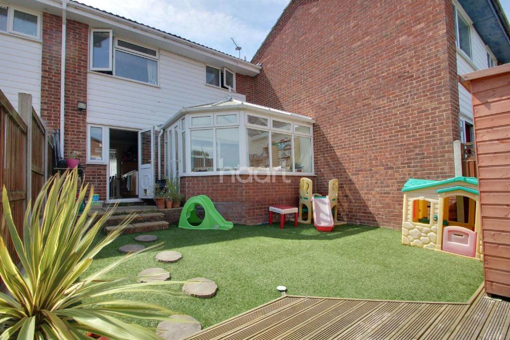 4 Bedrooms Semi Detached House for sale in Gilbert Way, Braintree
