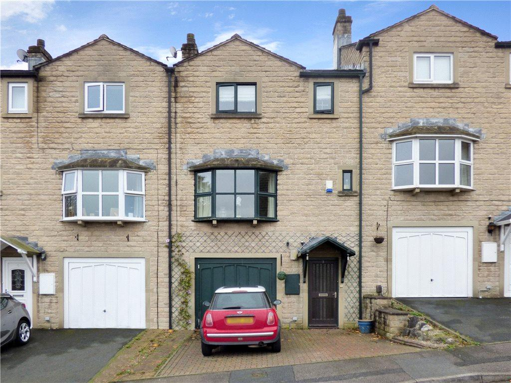 3 Bedrooms Town House for sale in Bobbin Mill Court, Steeton, Keighley, West Yorkshire