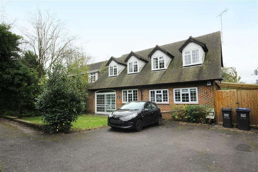 4 Bedrooms Detached House for sale in Great North Road, Bell Bar, Hertfordshire