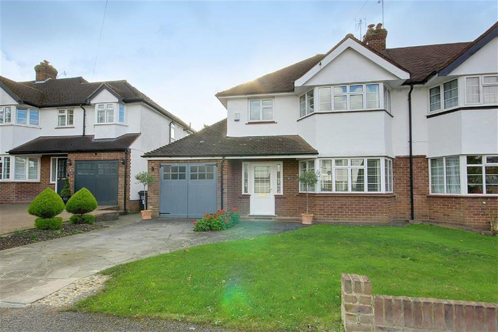 3 Bedrooms Semi Detached House for sale in Peplins Close, Brookmans Park, Hertfordshire