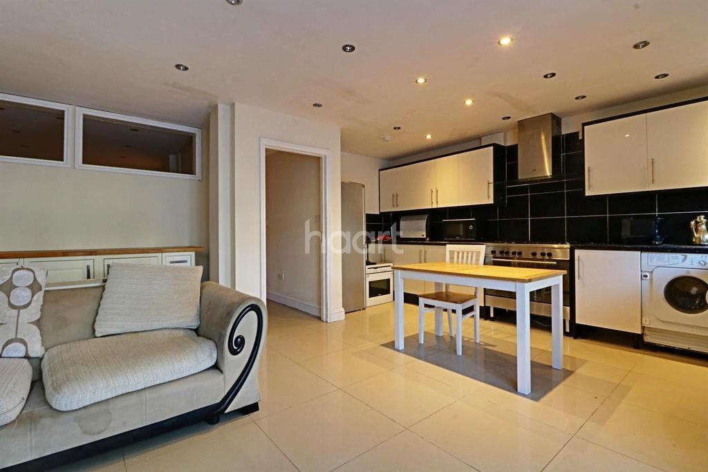 6 Bedrooms Terraced House for sale in Windsor Crescent, Wembley Park