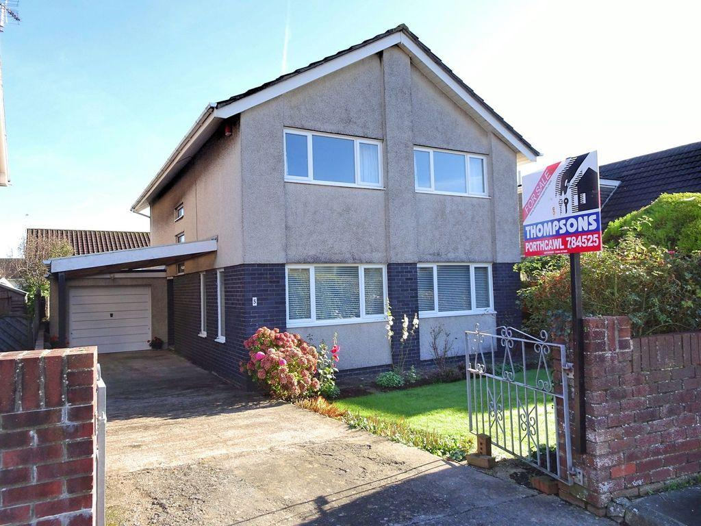 4 Bedrooms Detached House for sale in DE TURBERVILLE CLOSE, PORTHCAWL, CF36 3JG