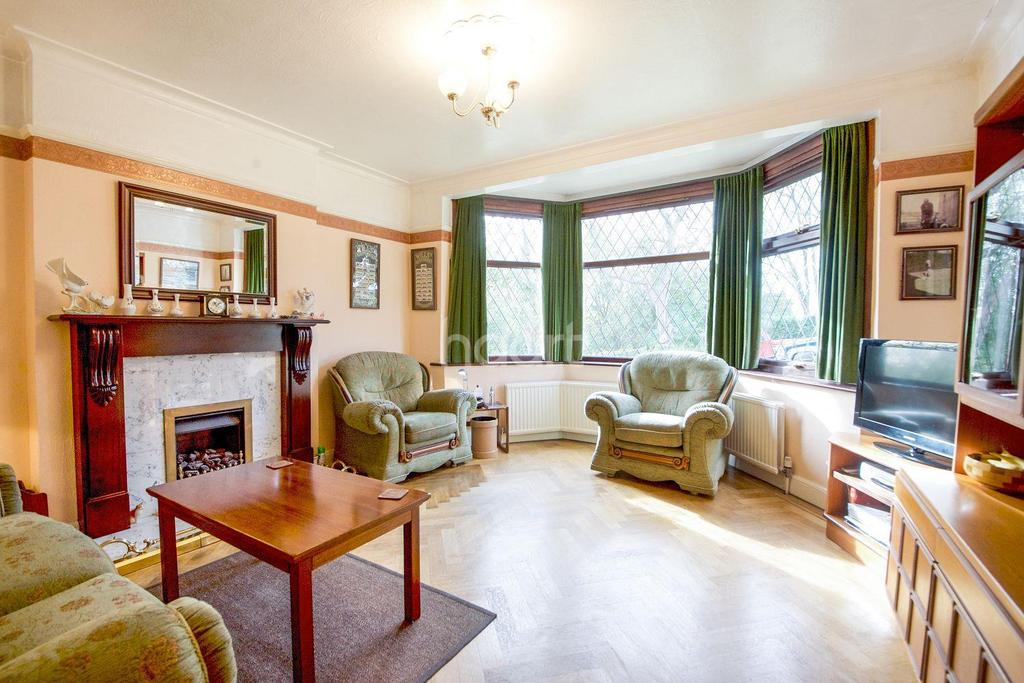 4 Bedrooms Detached House for sale in Park Side, NW2