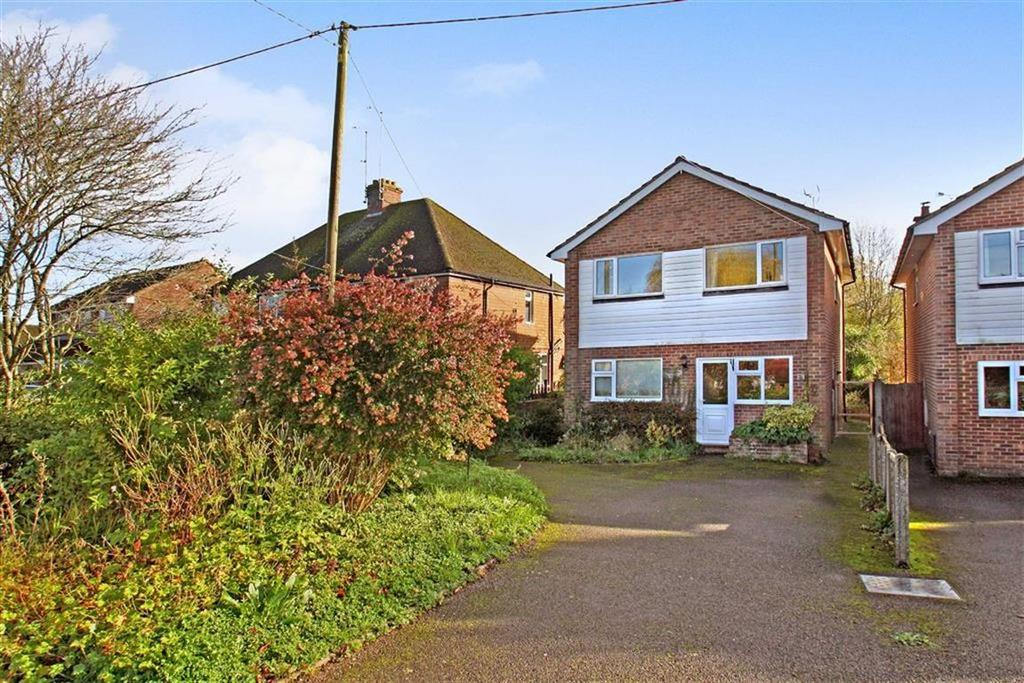 3 Bedrooms Detached House for sale in Erles Road, Liphook, Hampshire, GU30