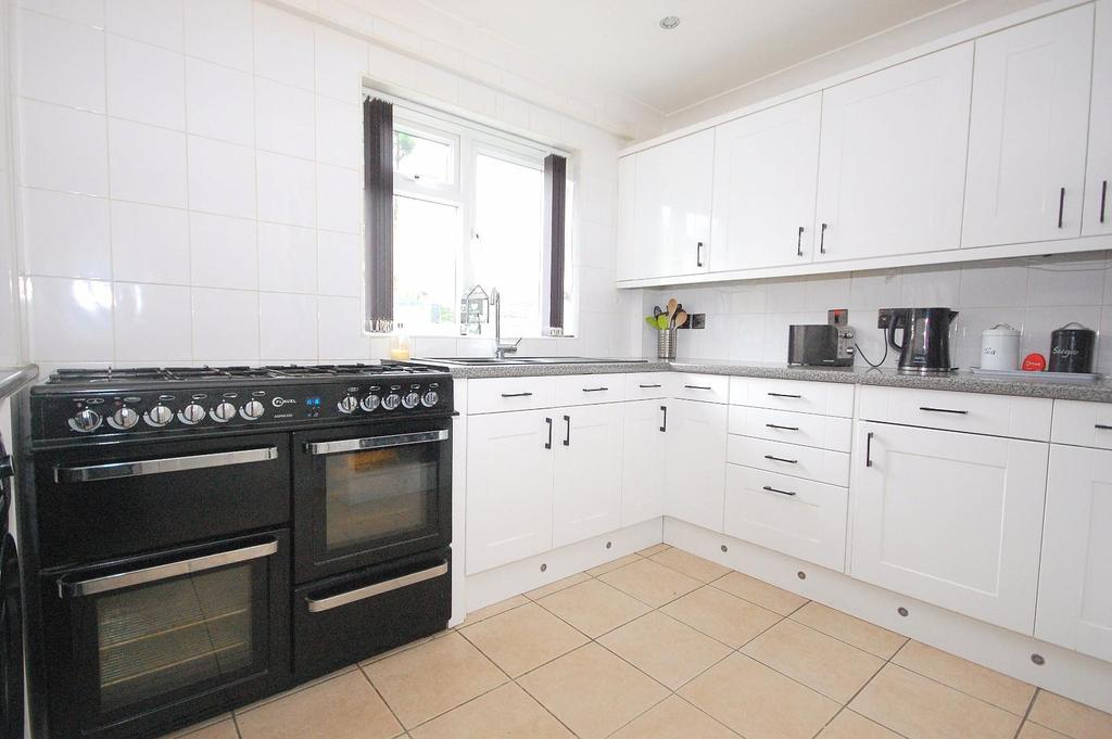 4 Bedrooms Semi Detached House for sale in Little Hyde, Stevenage
