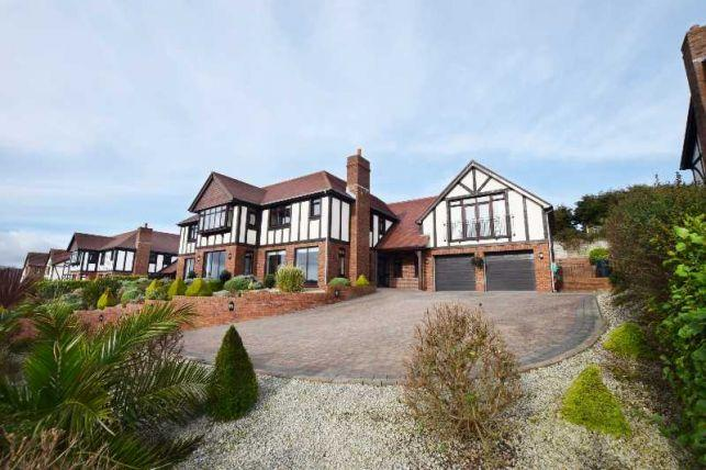 5 Bedrooms House for sale in Manor Park, Onchan, IM3 2EW