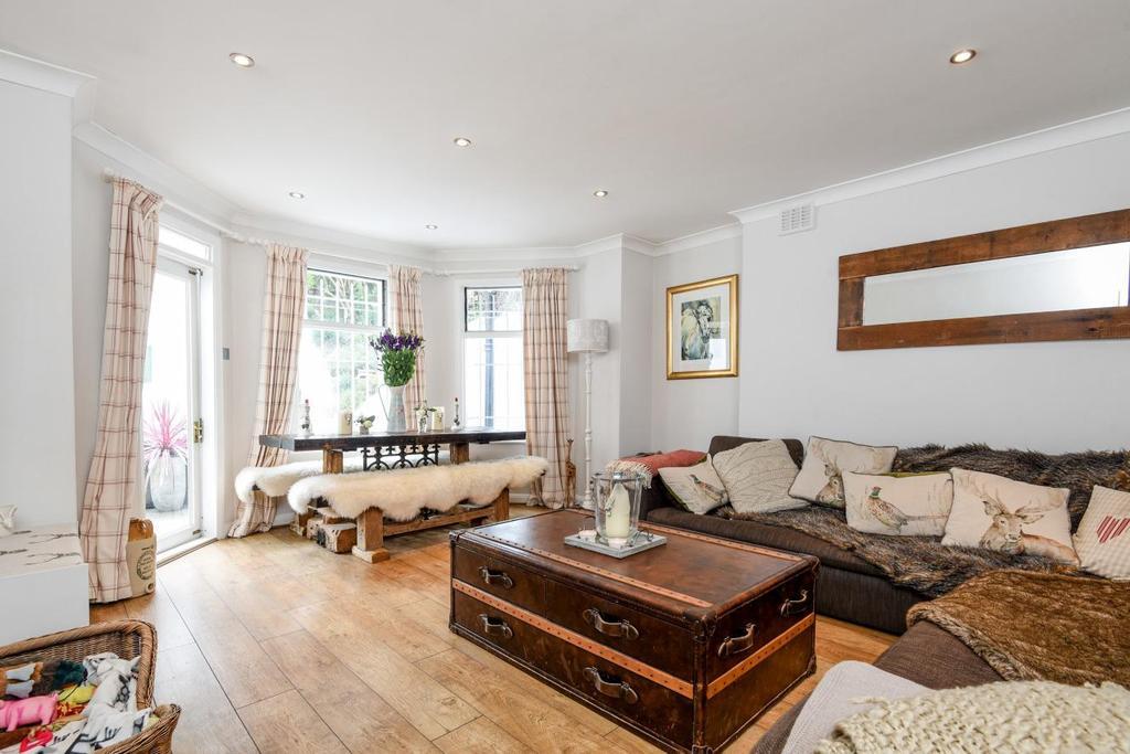 2 Bedrooms Flat for sale in Battersea Rise, Battersea