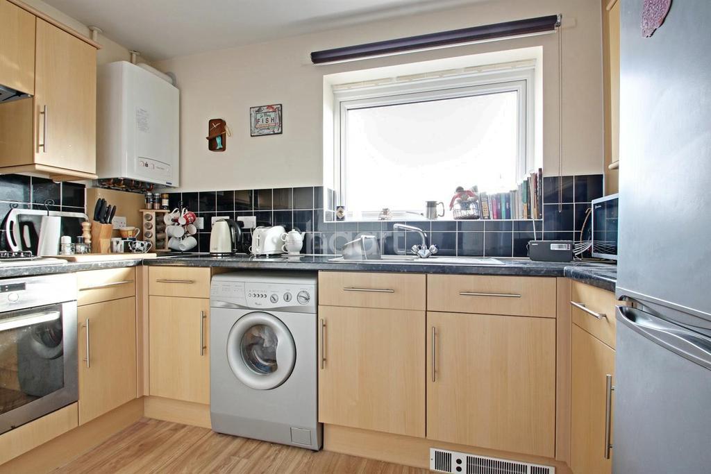 2 Bedrooms Flat for sale in Mckay Avenue, Torquay