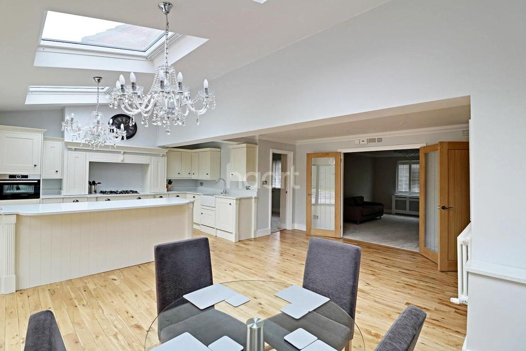 3 Bedrooms Detached House for sale in Astra Mead, Winkfield Row