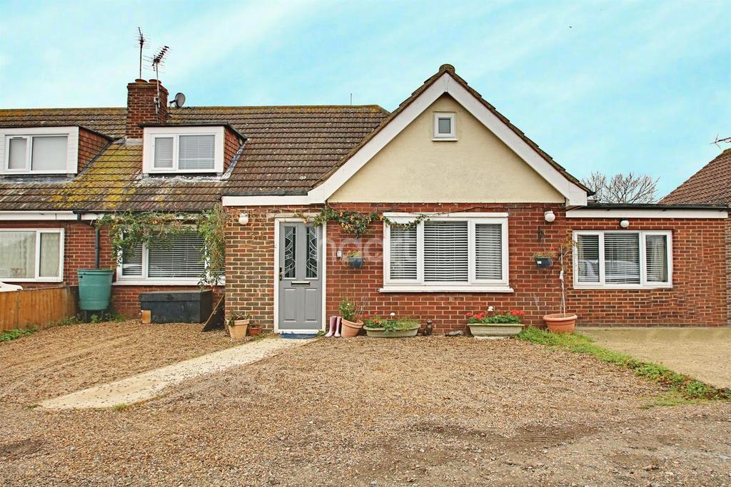 4 Bedrooms Bungalow for sale in Grove Way, Leysdown