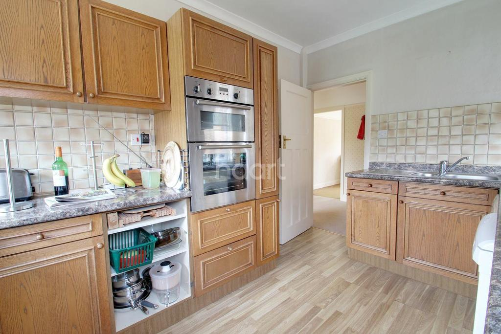 4 Bedrooms Semi Detached House for sale in Edmanson Avenue, Margate, CT9