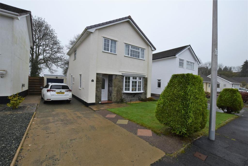3 Bedrooms Detached House for sale in Clover Park, Haverfordwest
