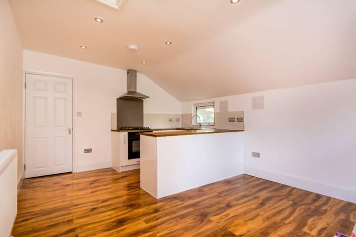 2 Bedrooms Flat for sale in Harlesden Gardens, London NW10