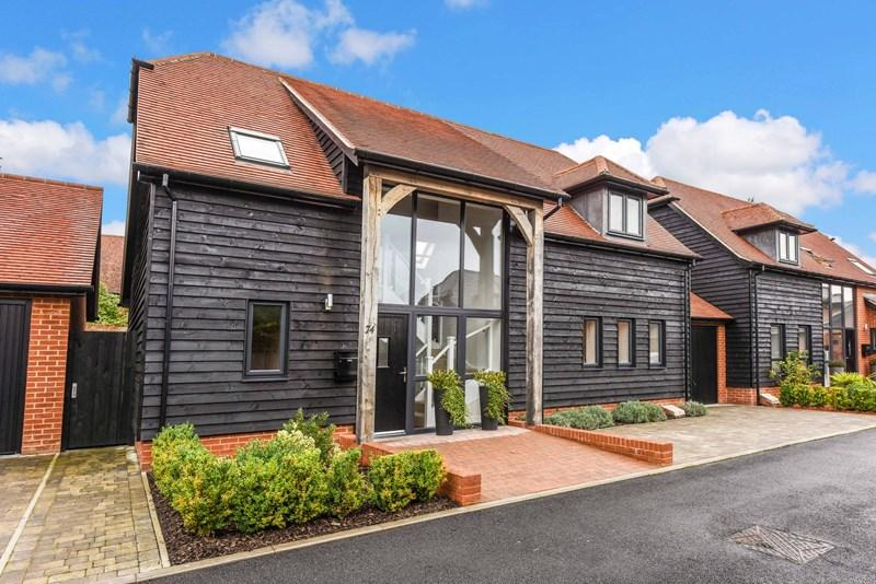 4 Bedrooms Detached House for sale in Barley Road, Andover
