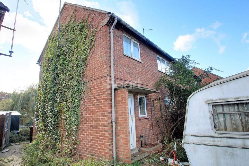 3 Bedrooms Semi Detached House for sale in Ridgewell way, Colchester